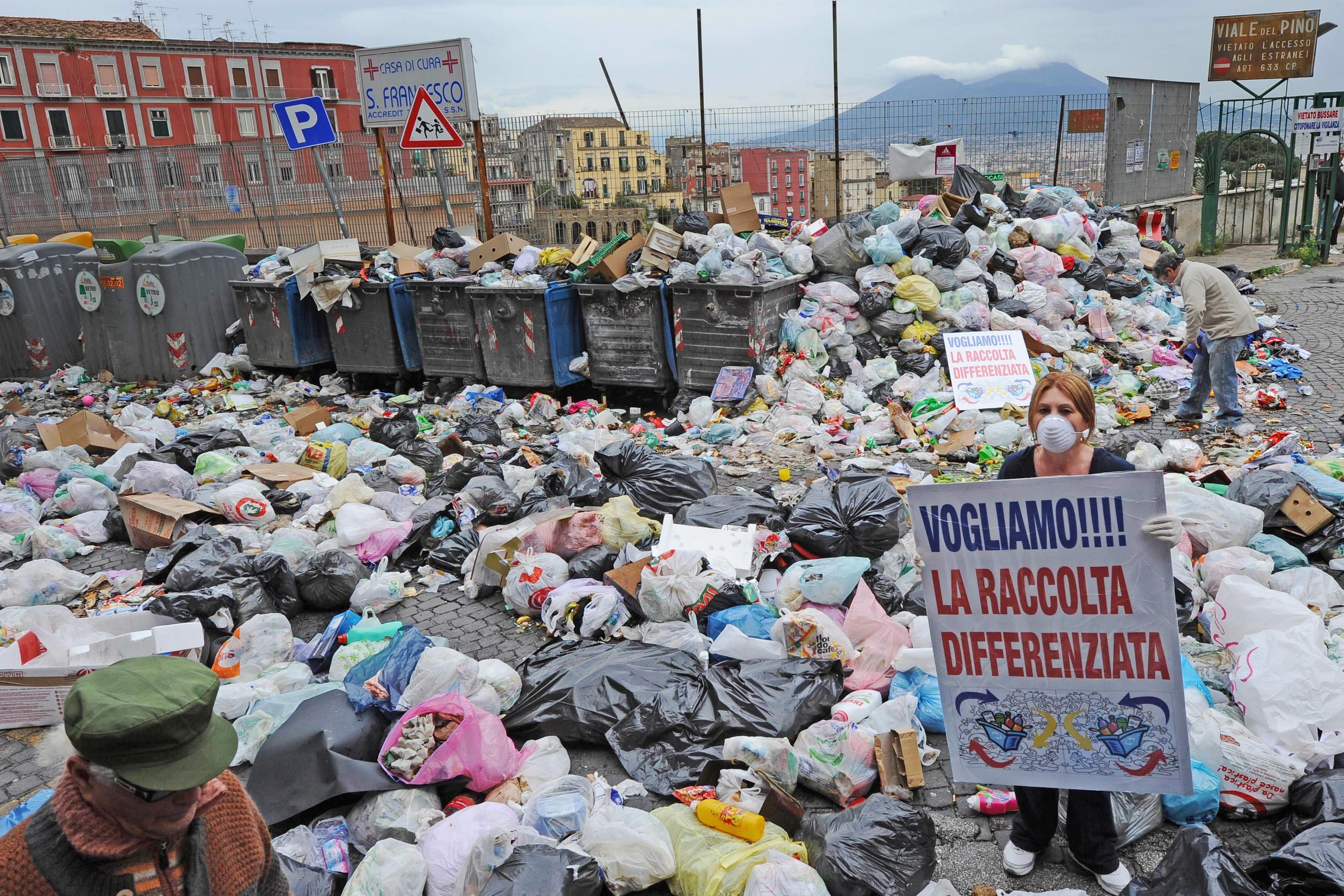 Corte di giustiza Ue: l'Italia non merita i finanziamenti per la gestione dei rifiuti a Napoli ...