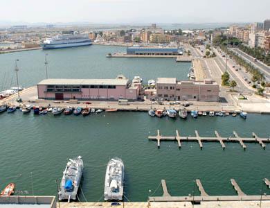 Cagliari: Veduta del porto con la via Roma da www.unica.it