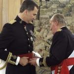 Felipe VI dice basta a corruzione e privilegi: papà Juan Carlos toglie l'imbarazzo e abbandona la Spagna