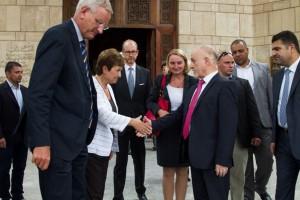 Stretta di mano tra Georgieva e Hussain al-Shahristani