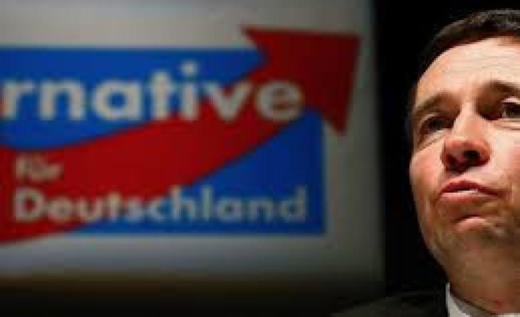 Bernd Lucke davanti a un poster di AfD