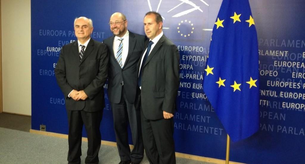 Schulz con i sindaci di Stazzema e Marzabotto