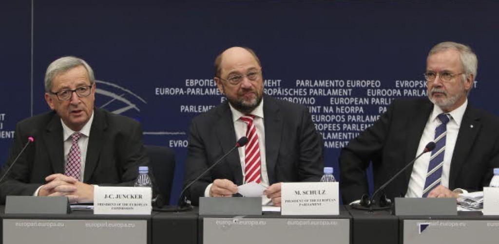 Juncker presenta il piano in conferenza stampa con Schulz e il presidente della Bei Hoyer