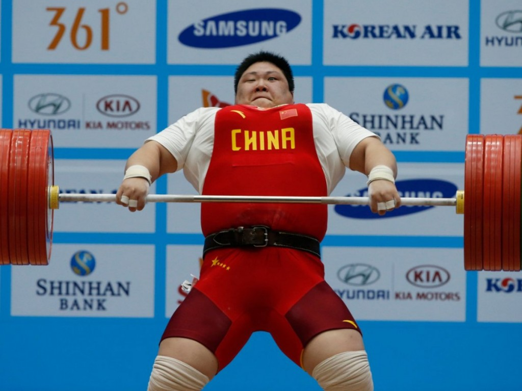 china-lifting-weight-strong-man-2