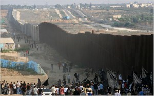 Il muro che circonda Gaza