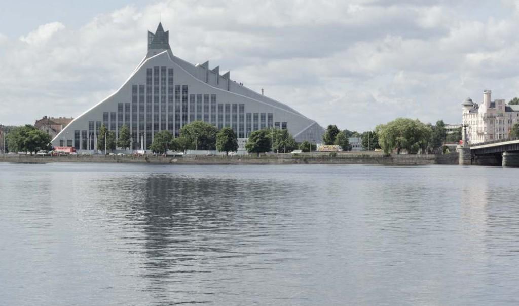 La nuova biblioteca Nazione della Lettonia, a Riga, nota come Castle of Light, dove si svolgeranno i principali incontri del semestre di presidenza Ue