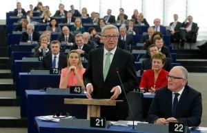 Juncker, Timmermans e tutta la Commissione nell'Aula di Strasburgo