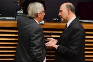 Juncker e Moscovici discutono a margine del collegio dei commissari