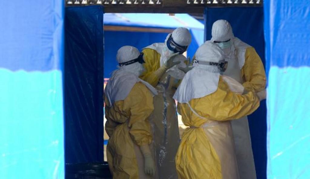 medici nelle zone colpite dallebola