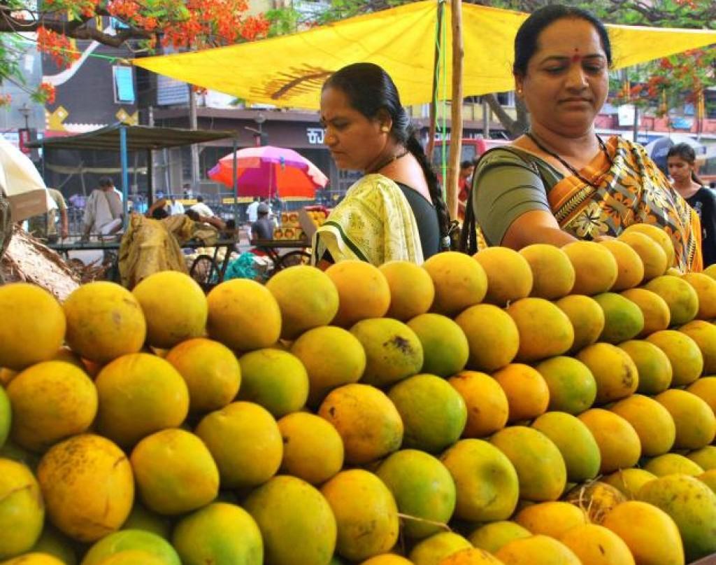 Vendita di mango in India