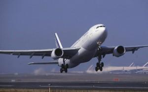 Un aereo della compagnia AirFrance in fase di decollo