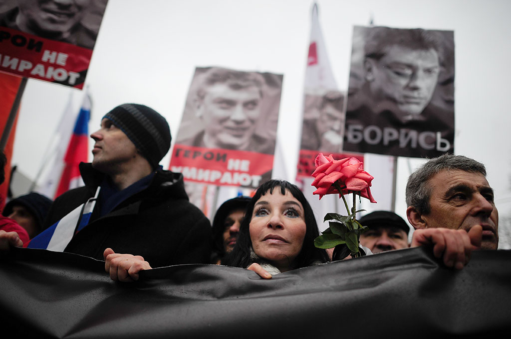 Tens of thousands demonstrate in memory of Boris Nemtsov, Moscow