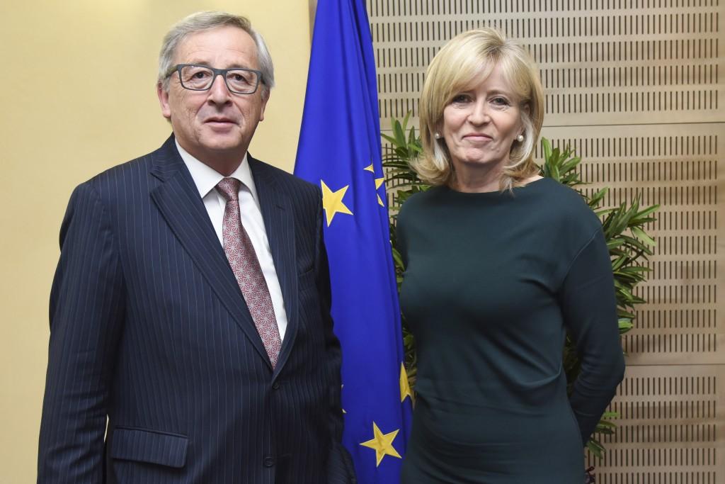 Il presidente della Commissione Jean-Claude Juncker con il mediatore europeo Emily O'Reilly