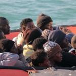 Immigrazione, via libera Ue alla missione contro gli scafisti a guida italiana