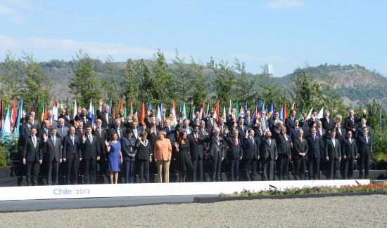 La foto di gruppo dell'ultimo vertice Eu-Celac, organizzato a Santiago del Cile nel 2013