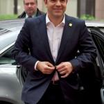 Grecia, arrivano i primi soldi, ma Tsipras pensa alle elezioni