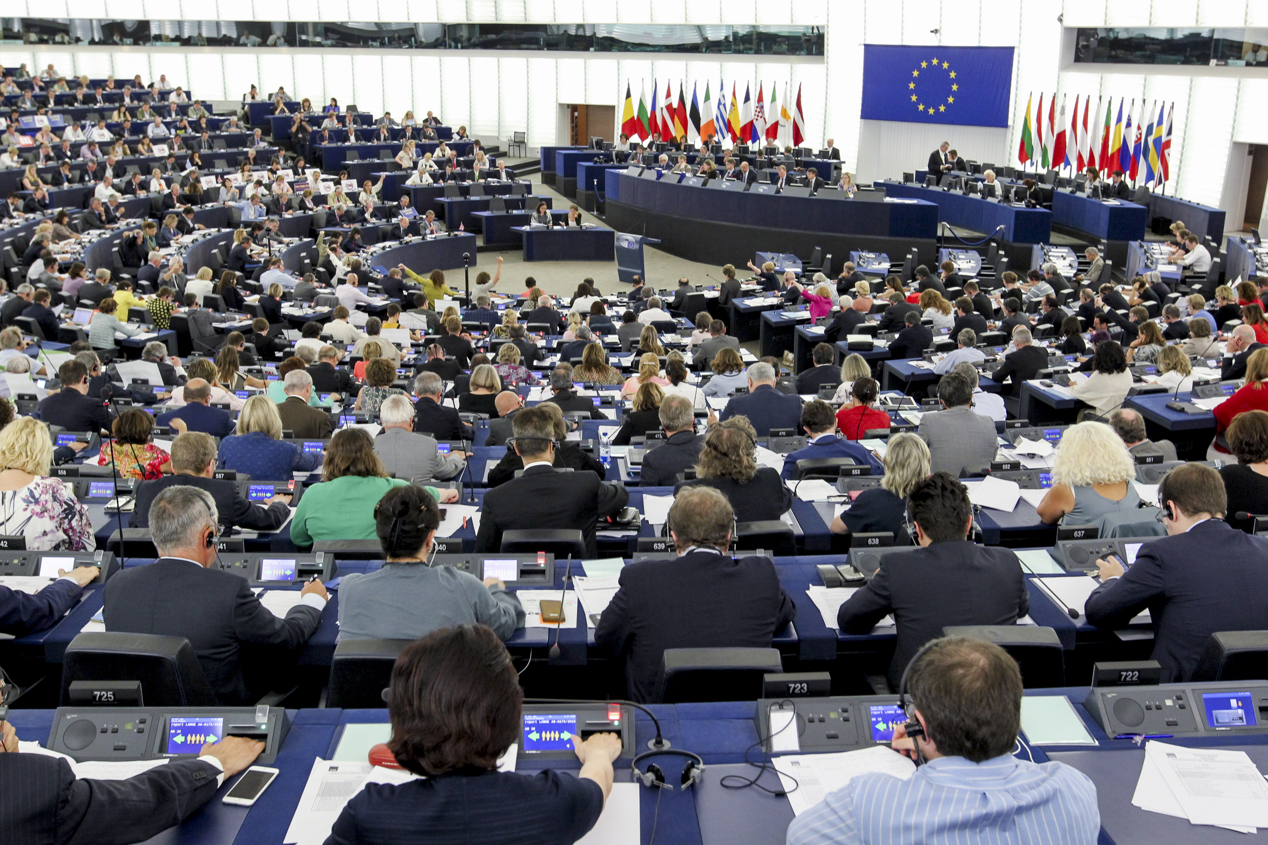 Parlamento ue approva la risoluzione sul ttip insorgono for Ricerca sul parlamento
