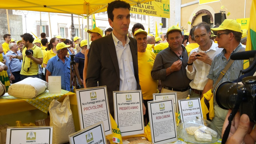 Il ministro dell'Agricoltura Maurizio Martina alla manifestazione di Coldiretti