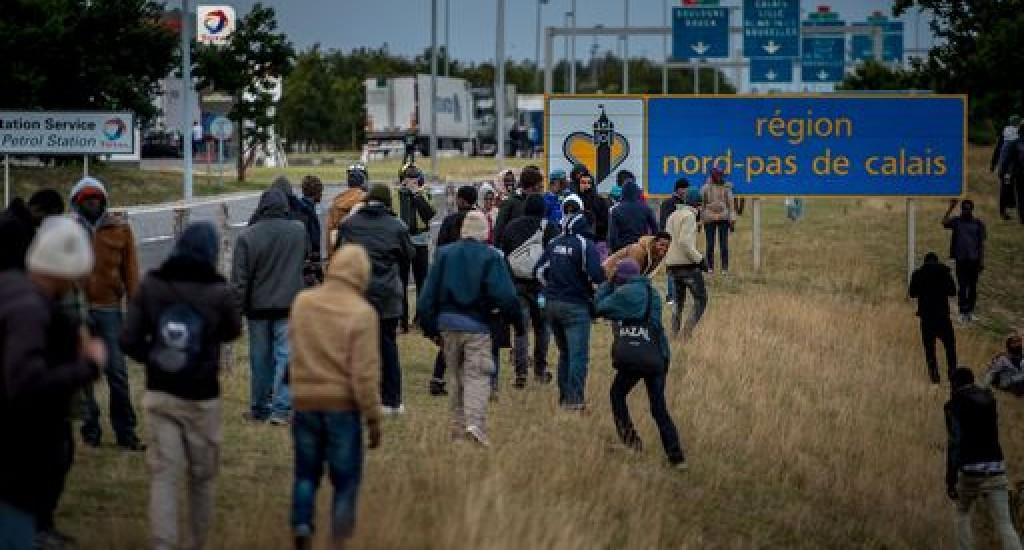 I migranti vicino a Calais, Francia