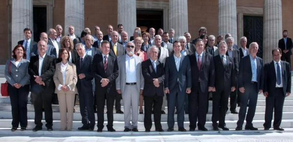 La foto di gruppo del governo di Tsipras