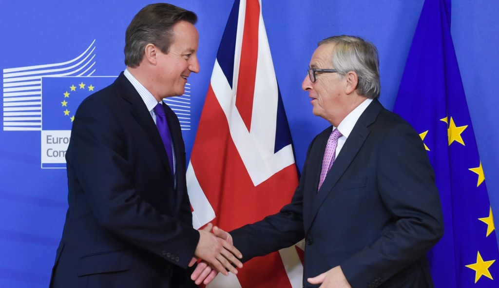 Handshake between David Cameron, on the left, and Jean-Claude Juncker