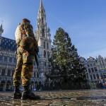 Sesso di gruppo tra poliziotte e militari e arresti di sospetti terroristi. Le nuove allerta a Bruxelles