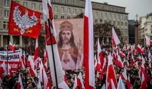 Una manifestazione a favore del governo nazionalista in Polonia