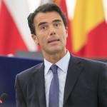 Gozi francese, la destra chiede la revoca della cittadinanza. Imbarazzi nel Pd