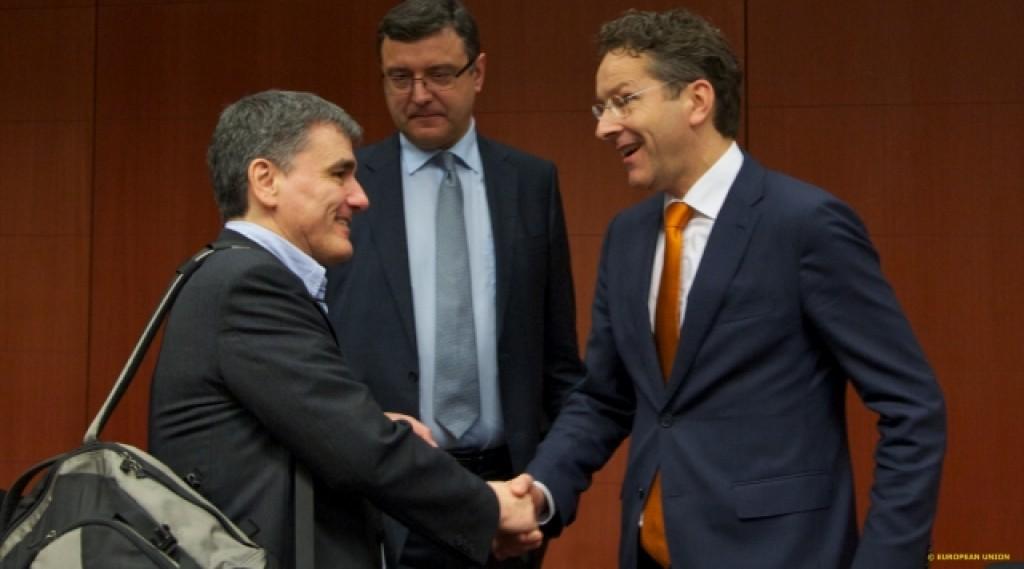 Il ministro delle Finanze ellenico Tsakalotos e il presidente dell'Eurogruppo Dijsselbloem - foto Consiglo Ue