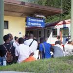"""L'Austria vuole i soldati al Brennero, Renzi: """"Chiusura sfacciatamente contro regole Ue"""""""