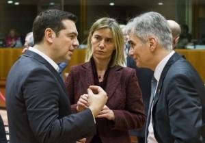 Il cancelliere austriaco Faymann discute con Tsipras e Mogherini a margine del Consiglio europeo - foto Consiglio Ue