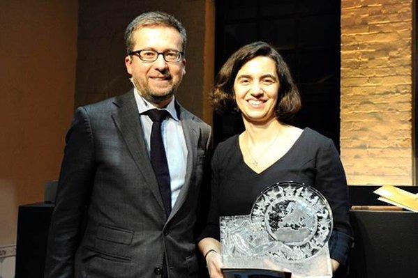 Carlos Moedas consegna il premio a Susana Sargento - foto da Twitter