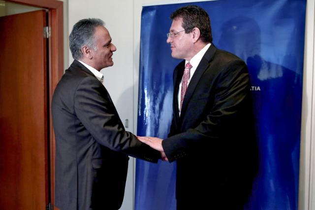 Il vicepresidente MarošŠefčoviče il  ministro dell'Energia greco Panos Skourletis - foto Commissione europea