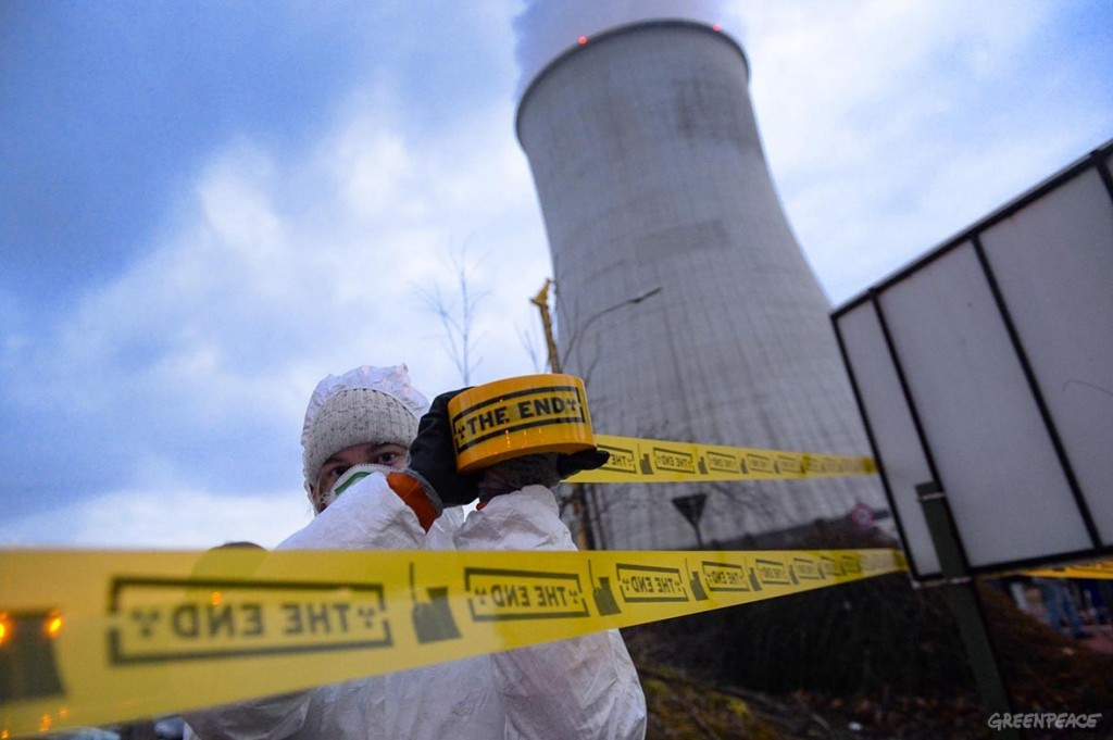 Manifestazione di GreenPeace per la chiusura dell'impianto di Tihange - © Philip Reynaers / Greenpeace