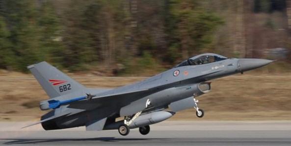 F-16, incidenti, Norvegia, Torre di controllo, mitragliatrice