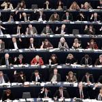 Parlamento Ue vota sì al secondo lavoro per gli eurodeputati