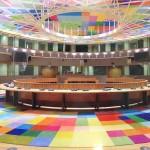Il Consiglio europeo: bloccare i movimenti dei richiedenti asilo e creare