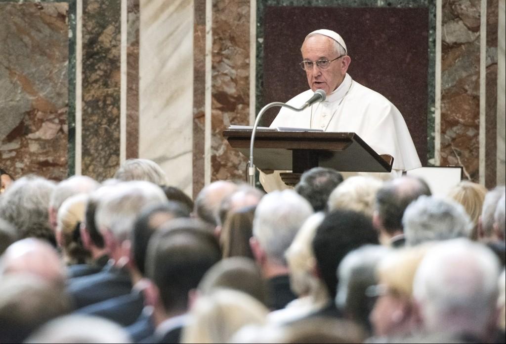 Papa Francesco alla cerimonia di consegna del premio Carlo Magno - © European Union 2016 - Source : EP