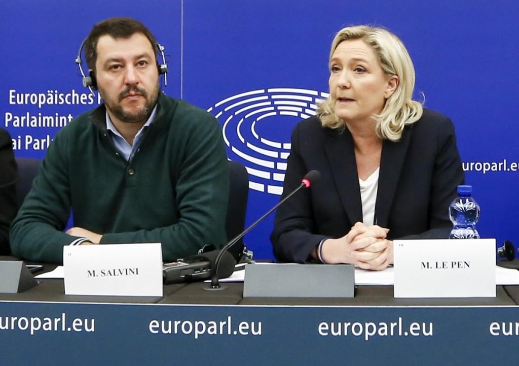 Salvini e Le Pen al Parlamento europeo Ttip