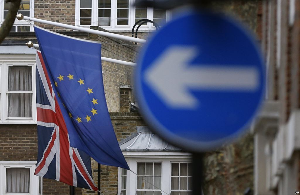 Brexit Juncker Ai Funzionari Uk La Porta Per Voi Non Si