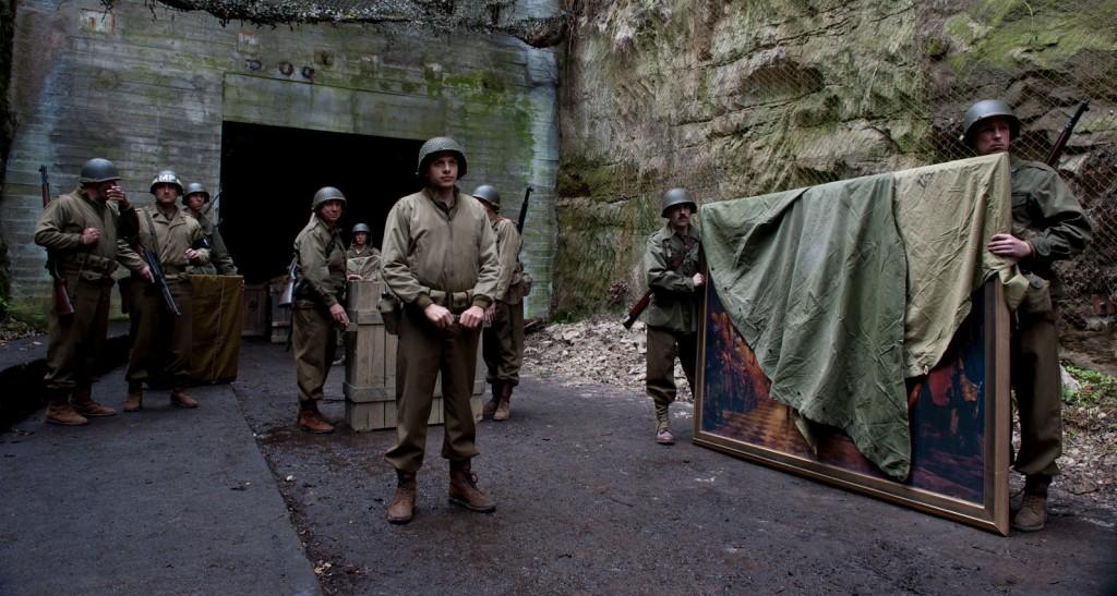 Una scena del film Monuments Men. Diretta da George Clooney, la pellicola si ispira alla storia vera di soldati statunitensi impegnati a recuperare le opere d'arte trafugate dai nazisti durante la seconda guerra mondiale