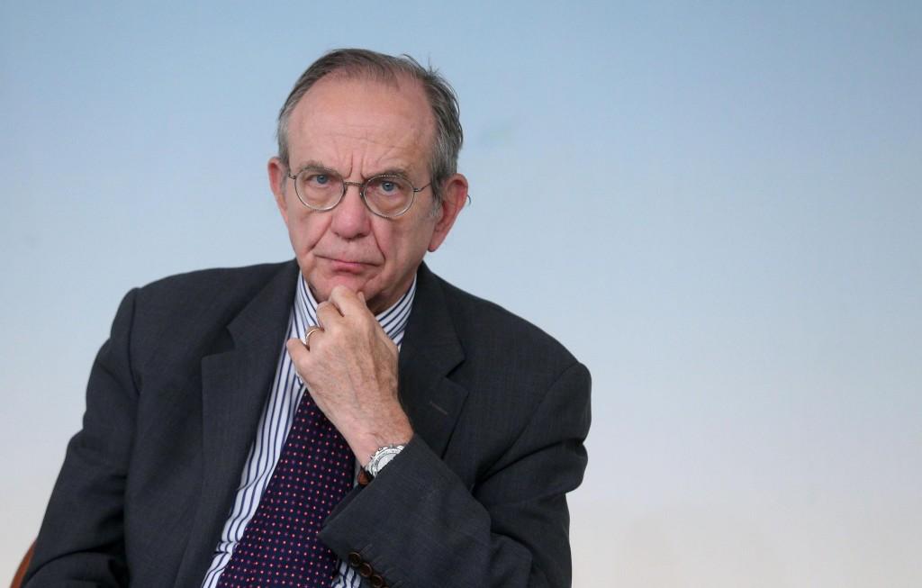 Pier Carlo Padoan, 66 anni, ministro dell'Economia nel governo Renzi