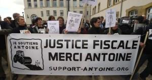 Una manifestazione in sostegno della talpa del LuxLeax Deltour