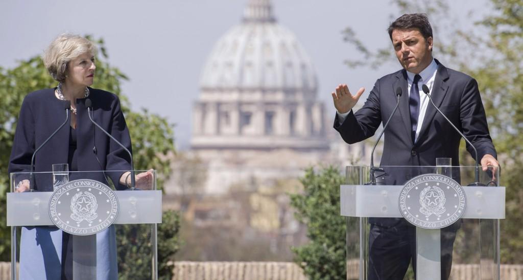 Il presidente del Consiglio Matteo Renzi e la premier britannica Theresa May (Foto: Barchielli, Palazzo Chigi)