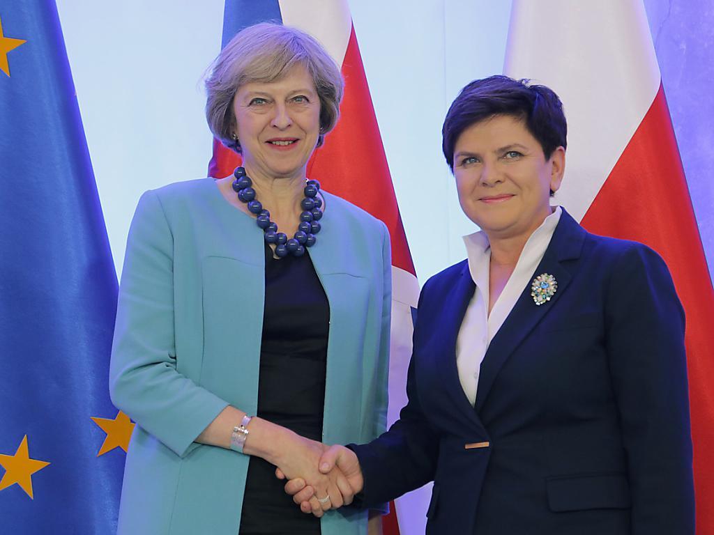 Da sinistra: Theresa May e Beata Szydlo a Varsavia