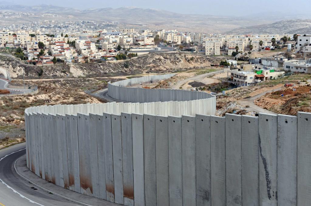 La barriera di separazione costruito da Israele in Cisgiordania che ingloba la maggior parte delle colonie israeliane