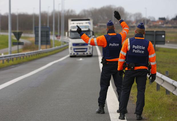 Polizia belga francese migranti