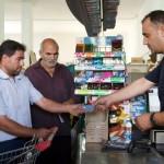 Da Ue carte prepagate e versamenti mensili per un milione di rifugiati in Turchia