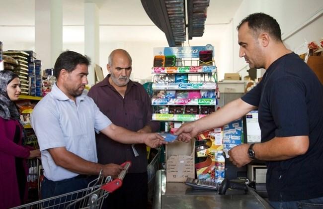 L'Ue raddoppierà gli aiuti di emergenza per i migranti bloccati in Grecia