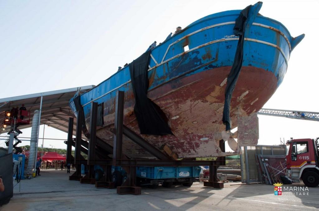 Il barcone recuperato dalla Marina italiana (Fonte: Marina militare)